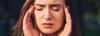 Frau leidet unter Migräne