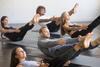 Kurs bei einer Yogaübung.