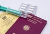 Reisepass, Impfpass, Spritze, Tabletten