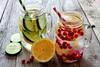 Gesunde Limonaden und Tees