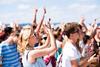 Vorsorge: Jugendliche feiern auf einem Festival