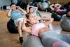 Sportkurs mit Gymnastikbällen
