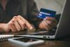 Person macht Online Banking