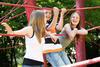 HPV-Impfung: Kinder spielen auf Klettergerüst