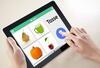 Tablet mit Hand und geöffneter neolexon-App