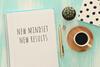 "Block mit Titel ""new mindset new results"", danben Stift, Kaktus, Tasse"