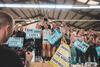 Sportler feiern bei der Siegerehrung der Fitness Bundesliga 2019