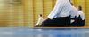 Aikido-Praktizierende in der Meditationshaltung