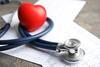 Stethoskop und Untersuchungsergebnisse