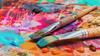 Pinsel mit Farben